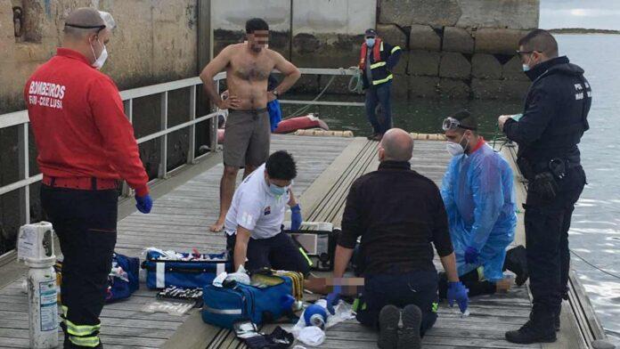 Uma embarcação de recreio, com quatro tripulantes a bordo, colidiu hoje com a boia de sinalização nº 13 do canal principal de Faro, na Ria Formosa, tendo causado a morte de um dos tripulantes.