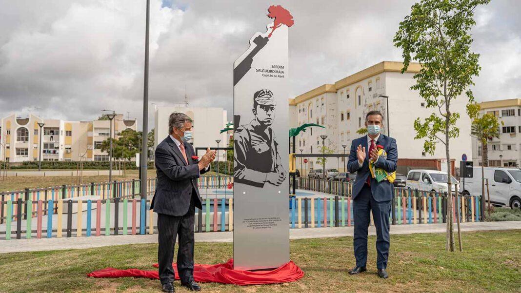 As comemorações do 25 de Abril em Olhão, que aconteceram na manhã deste domingo, revestiram-se de um significado ainda mais especial, com a inauguração, no Bairro Horta Dr. Pádua, do Jardim Salgueiro Maia.