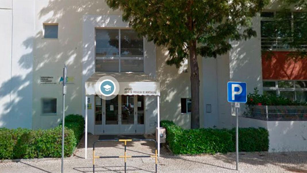 Um surto de COVID-19 em duas escolas básicas do concelho de Faro obrigou hoje ao encerramento dos estabelecimentos, que têm no total 300 alunos, disse à Lusa o presidente da associação de pais de uma das escolas.