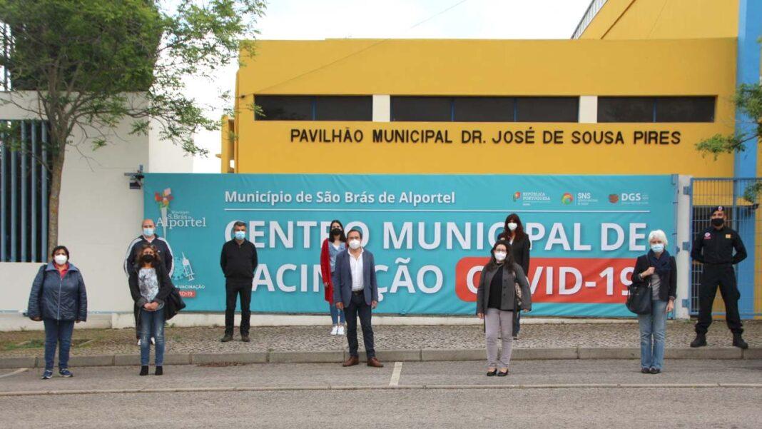 O Centro de Vacinação, que contou com um investimento da Câmara Municipal de São Brás de Alportel superior a 10 mil euros, tem capacidade para vacinar 300 pessoas por dia.