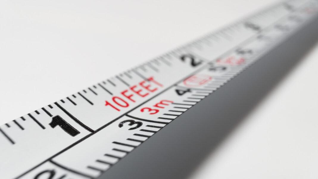 Fita métrica estendida a simbolizar a questão da quantidade de conteúdo a utilizar online