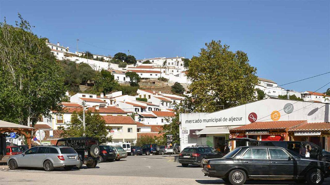 Aljezur pede ao governo que reconheça a «especificidade territorial, socioeconómica, demográfica e habitacional do concelho, há muito relatada».