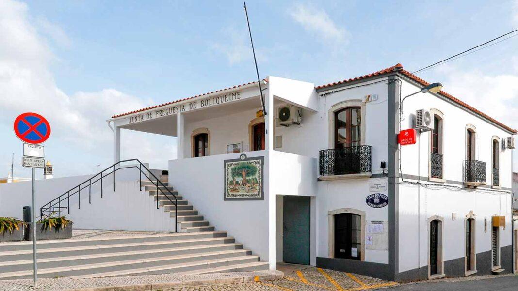 Junta de Freguesia de Boliqueime vai ter nova sede com área para serviço dos Correios.