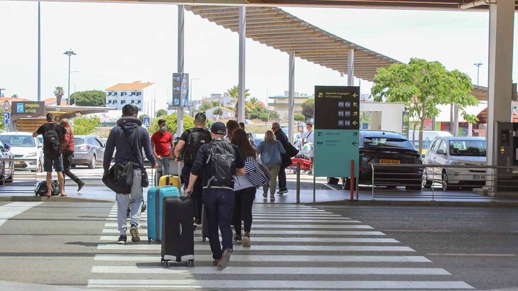 Na região do Algarve, o boletim de hoje da Direção-Geral de Saúde (DGS) revela que foram registadas mais 19 infeções de COVID-19, acumulando-se 22.253 casos e 363 mortos.