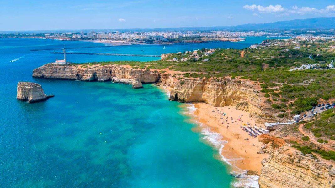 Turismo do Algarve aprofunda a parceria com a central de reservas hoteleiras espanhola TOUR10.