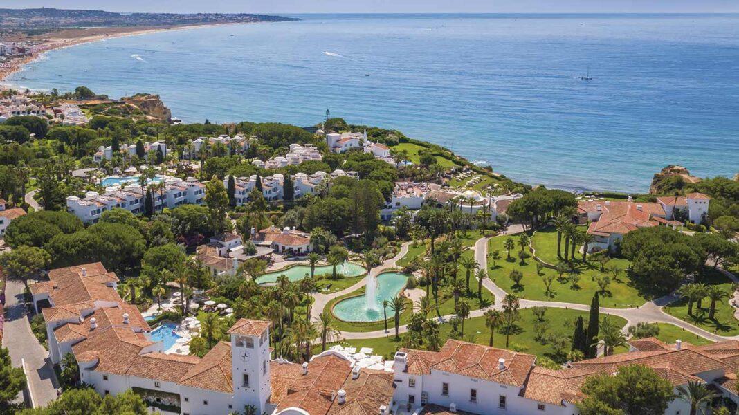 VILA VITA Parc, resort de luxo nos Alpurchinhos, concelho de Lagoa, manteve sempre as porta abertas e a equipa ocupada, mesmo nos piores momentos da pandemia, segundo conta o diretor-geral Kurt Gillig.