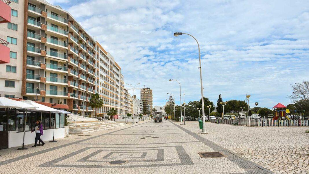 A Associação da Hotelaria, Restauração e Similares de Portugal (AHRESP) afirmou hoje que as últimas medidas anunciadas pelo governo no âmbito do desconfinamento têm «um enorme impacto» na restauração e no alojamento turístico e defendeu apoios «universais, preferencialmente a fundo perdido».