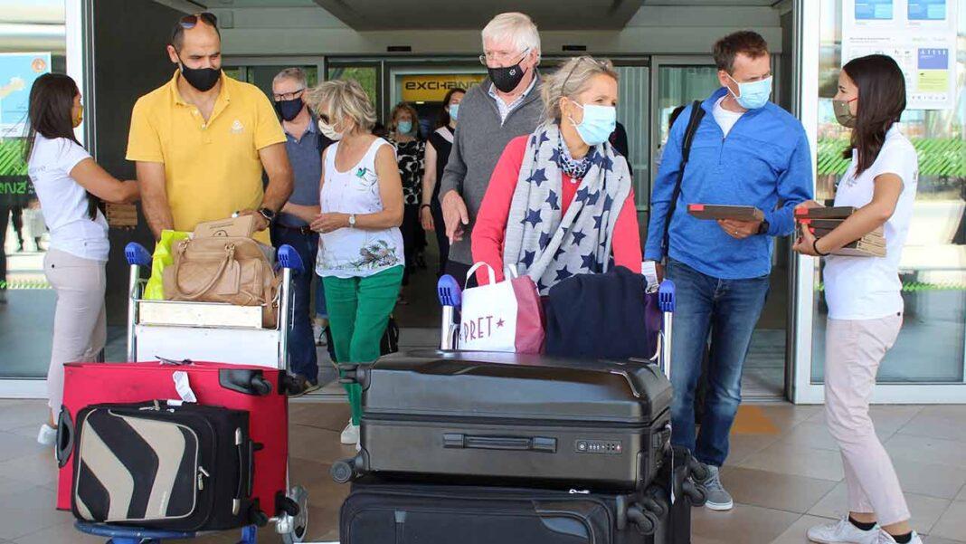 Algarve apreensivo com decisão do Reino Unido. AMAL pedeque se mantenham apoios aos empresários algarvios que se prepararam para receber turistas ingleses e que por isso ficaram agora numa situação ainda mais difícil.
