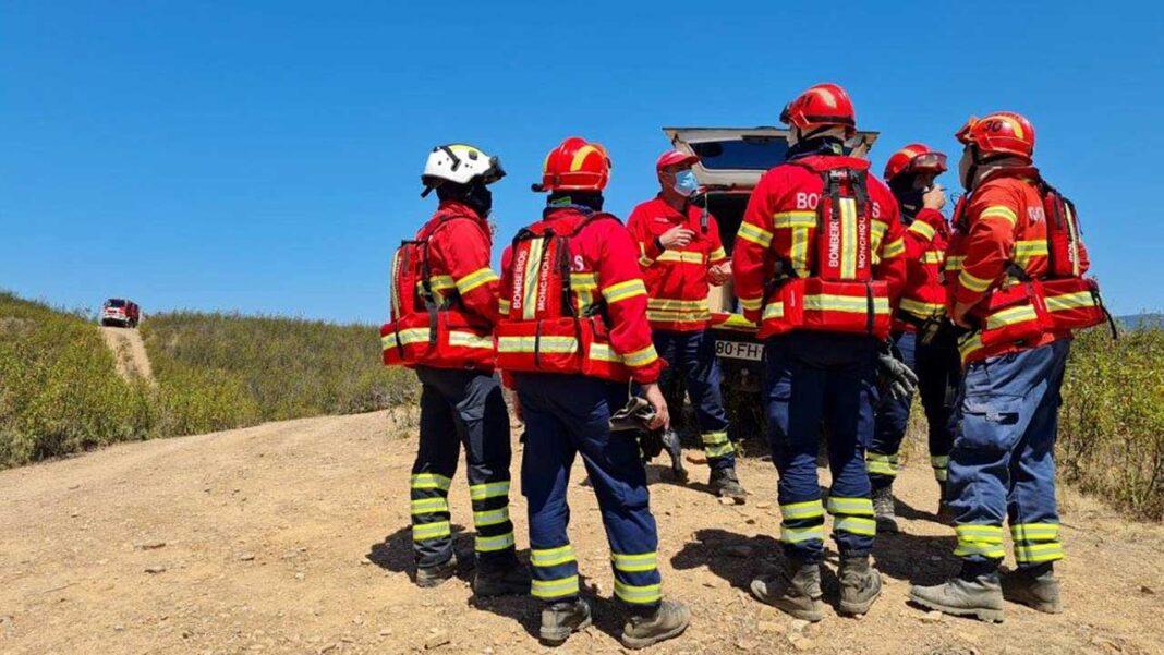 O simulacro de um incêndio de grandes dimensões na freguesia de Mexilhoeira Grande, concelho de Portimão, foi o cenário criado para treinar e testar a capacidade operacional dos bombeiros de todo a região.