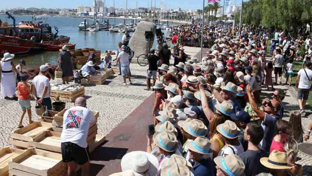 Em dia de Portugal, Portimão recebe menção honrosa pela recriação da descarga da Sardinha.