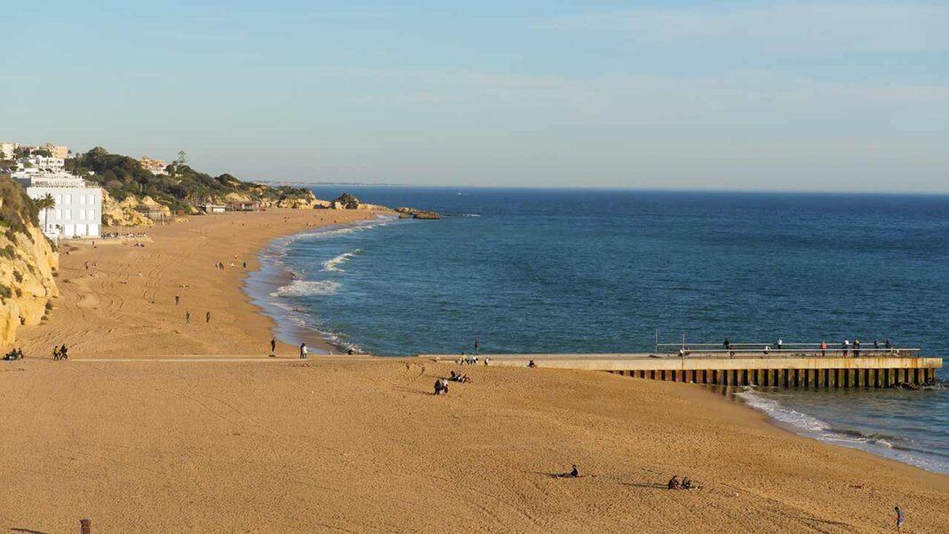 Presidente da Câmara Municipal de Albufeira esclarece descarga no Pontão da Praia dos Pescadores ocorrido ontem.