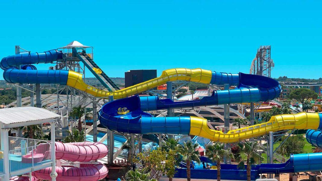 Parques aquáticos do Algarve preparam-se para retomar a atividade e reabrir atrações de verão.