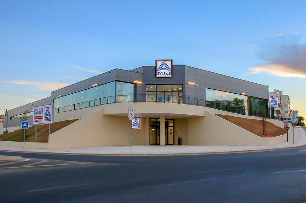 A ALDI abre amanhã, quarta-feira, dia 8 de setembro, em Albufeira, a sua maior loja em território nacional. Com esta abertura, o retalhista alimentar conta agora com 5 lojas no concelho de Albufeira e 15 no distrito do Algarve.