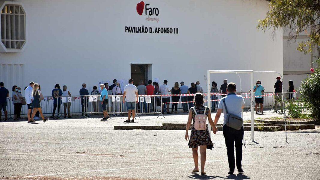 Mais de 9,3 milhões de eleitores podem votar hoje nas eleições autárquicas portuguesas, às quais se apresentam, no total, mais de duas dezenas de partidos e mais de 60 grupos de cidadãos.