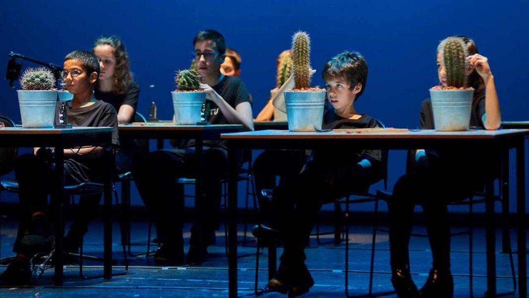O concerto «Cactus Orkestra» tem lugar no Teatro Lethes, em Faro, no sábado, 25 de setembro, às 21h00 e encerra o FOMe — Festival de Objectos e Marionetas & Outros Comeres.