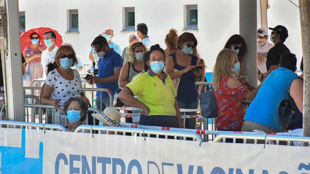 Portugal registou nas últimas 24 horas nove mortes atribuídas à COVID-19, 757 novos casos de infeção pelo coronavírus SARS-CoV-2 e uma redução nos internamentos em enfermaria. De acordo com o boletim epidemiológico da Direção-Geral da Saúde (DGS), estão hoje internadas 410 pessoas com COVID-19, menos duas do que na quinta-feira, 76 das quais em unidades de cuidados intensivos, mais uma do que na véspera.