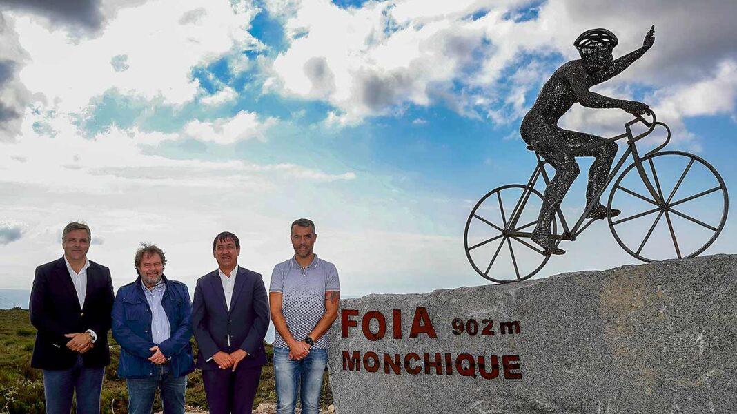 A Foia, ponto mais alto do sul de Portugal, no topo da Serra de Monchique, já tem um monumento de homenagem ao ciclismo.