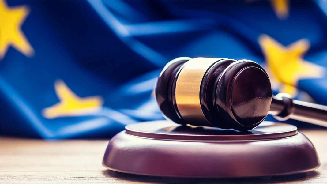 GNR apanha dois suspeitos, detidos por mandados de detenção europeus em Armação de Pera e Carvoeiro por burla, falsificação e contrafação.
