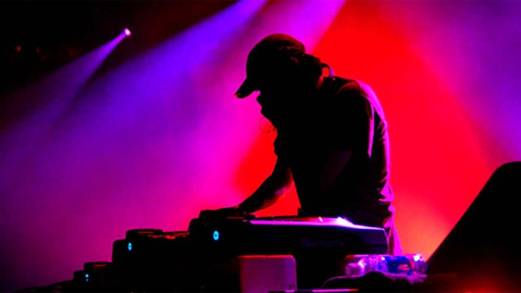 O anúncio da abertura das discotecas em 01 de outubro, feito na quinta-feira pelo governo, é uma «ótima» notícia para o sector, mas chega «tarde», disse hoje o presidente da Associação de Discotecas do Sul e Algarve (ADSA).