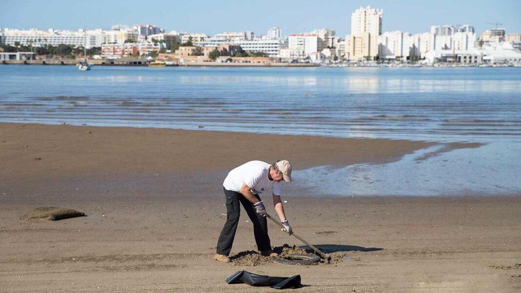 A Associação Teia D'Impulsos juntou-se ao município de Lagoa para integrar o movimento global da Oceano Azul que, até dia 26 de setembro, incentiva ações de limpeza costeira e subaquática de norte a sul do país.