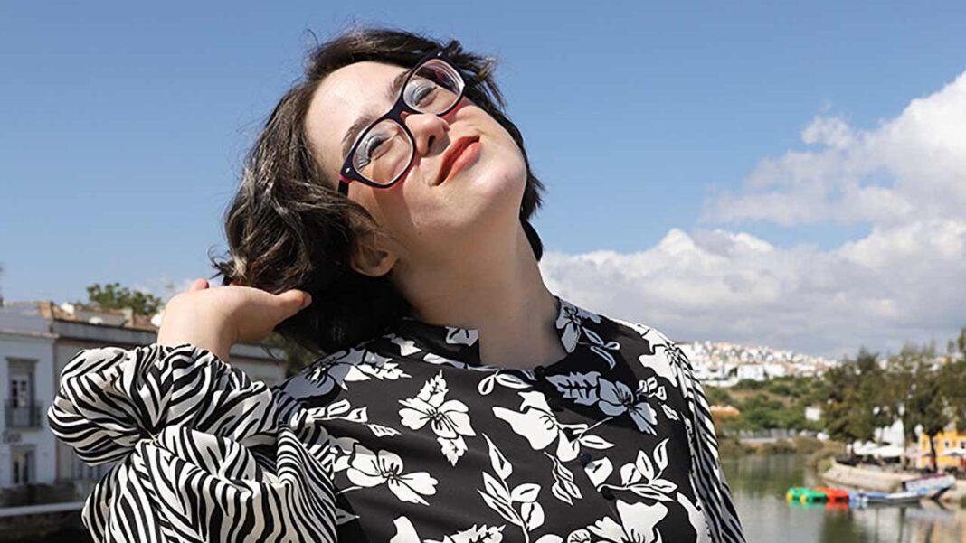 Fundação Irene Rolo e Associação Baixa de Tavira promovem moda inclusiva. Produção fotográfica envolve modelos com e sem deficiência.